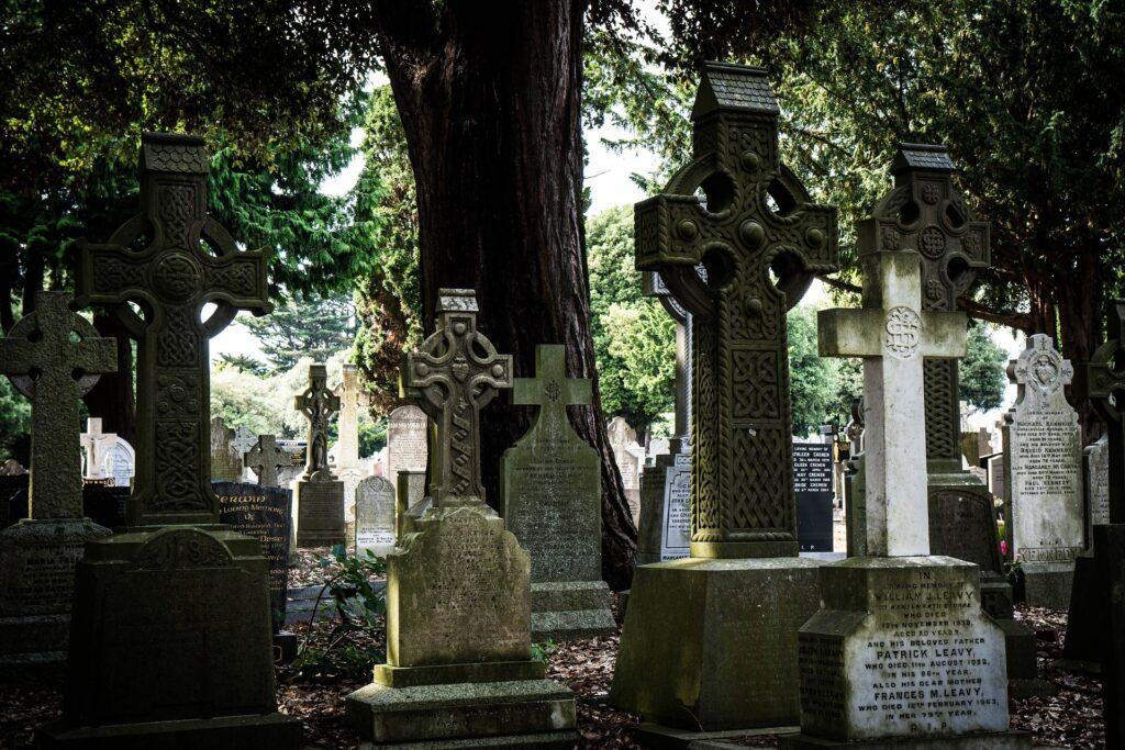 cmentarz i groby w Polsce